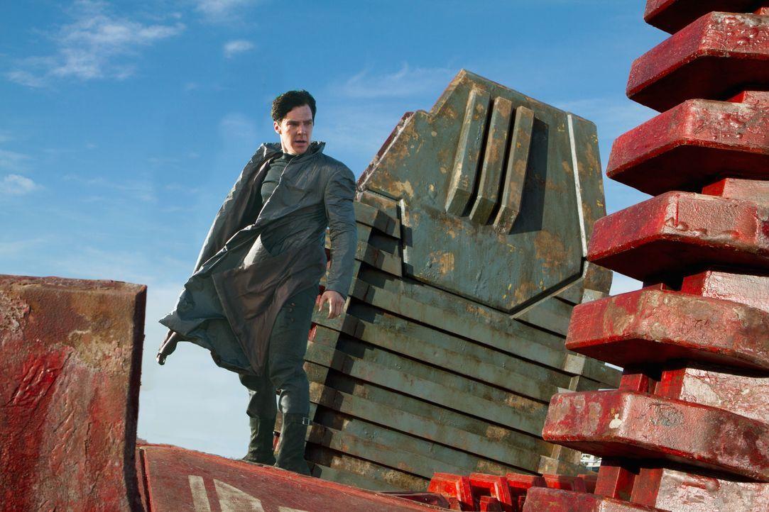 Ein fürchterlicher Terroranschlag erschüttert London. Dahinter steckt John Harrison (Benedict Cumberbatch), ein ehemaliges Mitglied der Sternenflott... - Bildquelle: Zade Rosenthal 2013 Paramount Pictures.  All Rights Reserved. / Zade Rosenthal