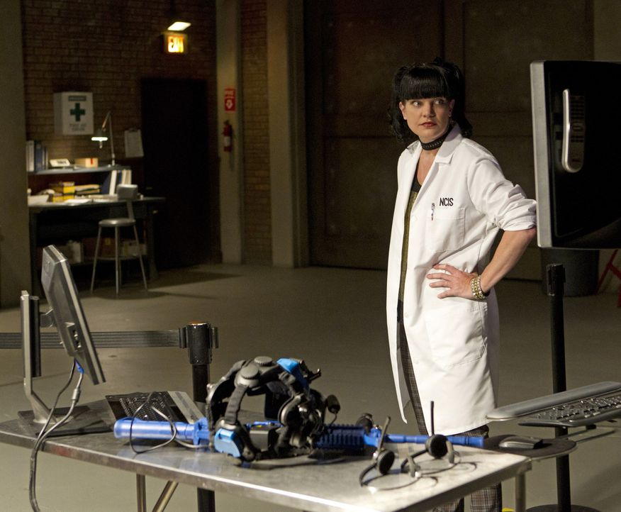 Gemeinsam mit Gibbs versucht Abby (Pauley Perrette), den Fall um Marine Captain Joe Westcott aufzuklären ... - Bildquelle: CBS Television