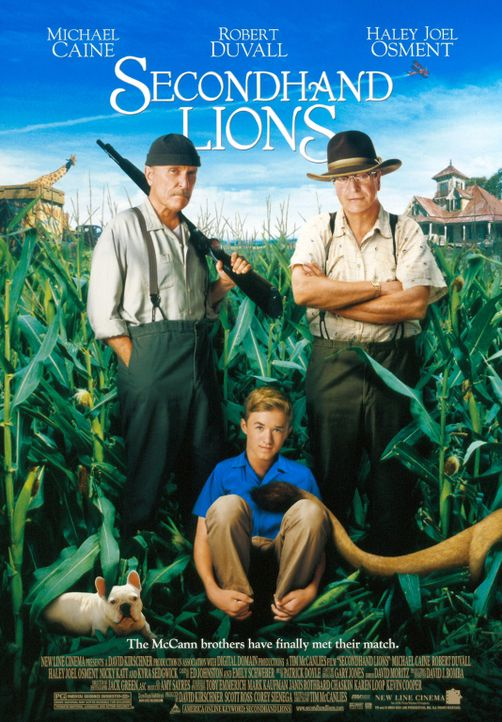 Der 14-jährigen Walter (Haley Joel Osment, M.) wird von seiner Mutter, in den Sommerferien zu seinen zwei kauzigen Onkels Hub (Robert Duvall, l.) u... - Bildquelle: New Line Cinema