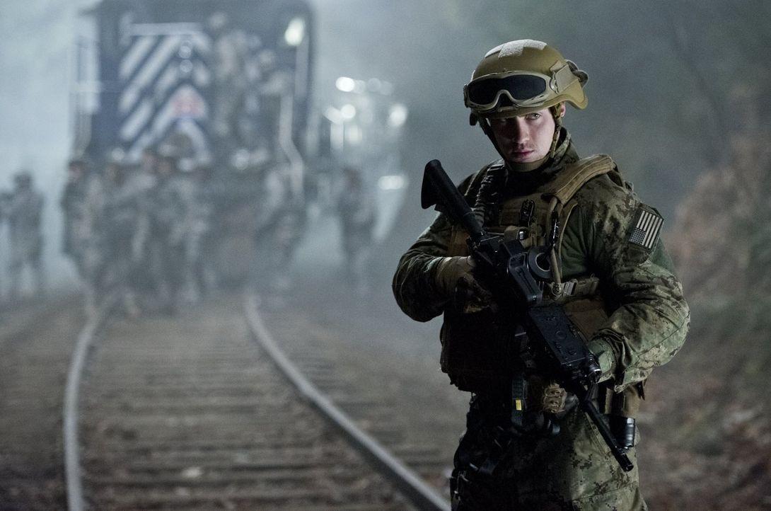 Im Visier eines sehr, sehr bösartigen und riesigen Parasiten: Ford Brody (Aaron Taylor-Johnson) ... - Bildquelle: 2014   Warner Bros.