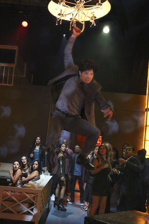 Um einen Fall aufzuklären, schreckt Lee (Jon Foo) vor nichts zurück ... - Bildquelle: Warner Brothers