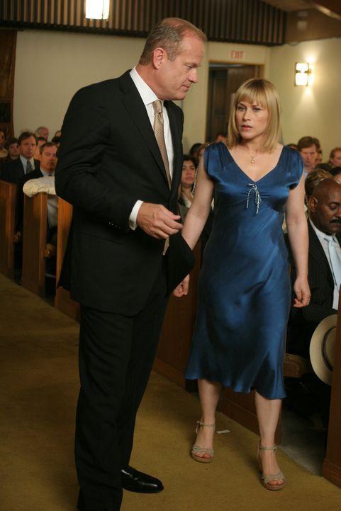 Allison (Patricia Arquette, r.) glaubt, dass ihre Zeit abgelaufen ist. Sie begegnet dem Tod. Im Traum. Der Tod hat auch ein Gesicht und einen Namen.... - Bildquelle: Paramount Network Television