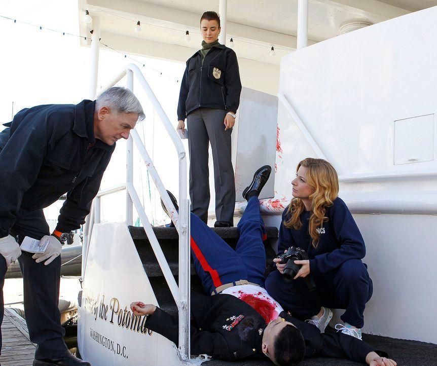 Marine First Lieutenant Jeremy Nolan (Wes Brown, liegend) wird an Bord eines Dinner-Schiffes, wo man seine Heimkehr aus Afghanistan feiert, erschoss... - Bildquelle: CBS Television
