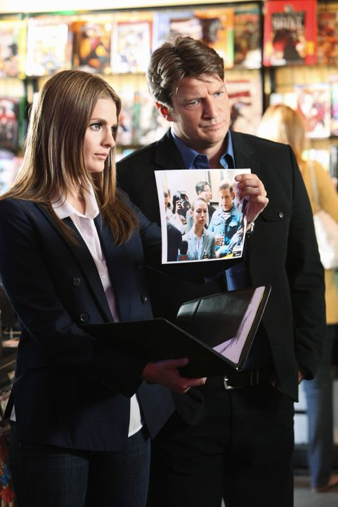 Der aktuelle Fall bringt Richard Castle (Nathan Fillion, r.) und Kate Beckett (Stana Katic, l.) mitten in die Welt von Möchtegern-Superhelden ... - Bildquelle: 2011 American Broadcasting Companies, Inc. All rights reserved.