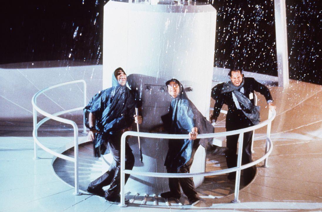 Drei Physikern gelingt es in einer Gewitternacht, Energiestrahlen in die Galaxis zu senden: Steve (Dan Aykroyd, l.), Ron (Jon Lovitz, M.) und Grady... - Bildquelle: Columbia Pictures