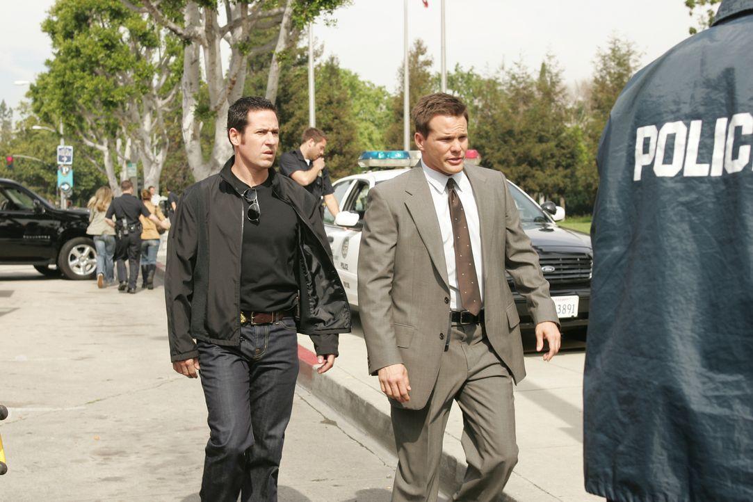 Auf der Suche nach dem skrupellosen Briefbombenmörder: Don (Rob Morrow, l.) und Colby (Dylan Bruno, r.) ... - Bildquelle: Paramount Network Television