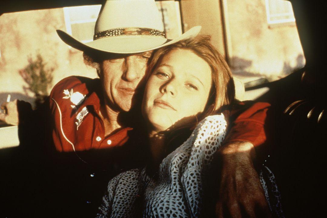 Obwohl der kaltblütige und brutale Roy (James Caan, l.) alt genug ist, um ihr Großvater zu sein, hat er in seiner Geliebten, der zwielichtigen Ginni... - Bildquelle: Paramount Pictures