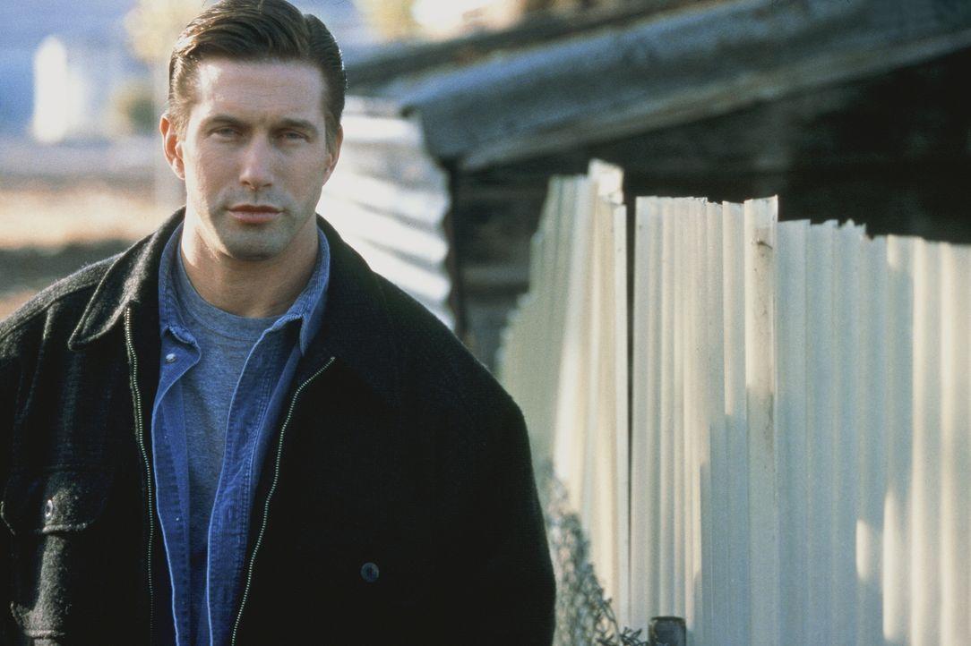 Auf der Suche nach dem bestialischen Serienmörder macht der Cop Caleb Barnes (Stephen Baldwin) eine erschreckende Entdeckung: Auch sein Haus steht a... - Bildquelle: COLUMBIA TRISTAR INTERNATIONAL TELEVISION