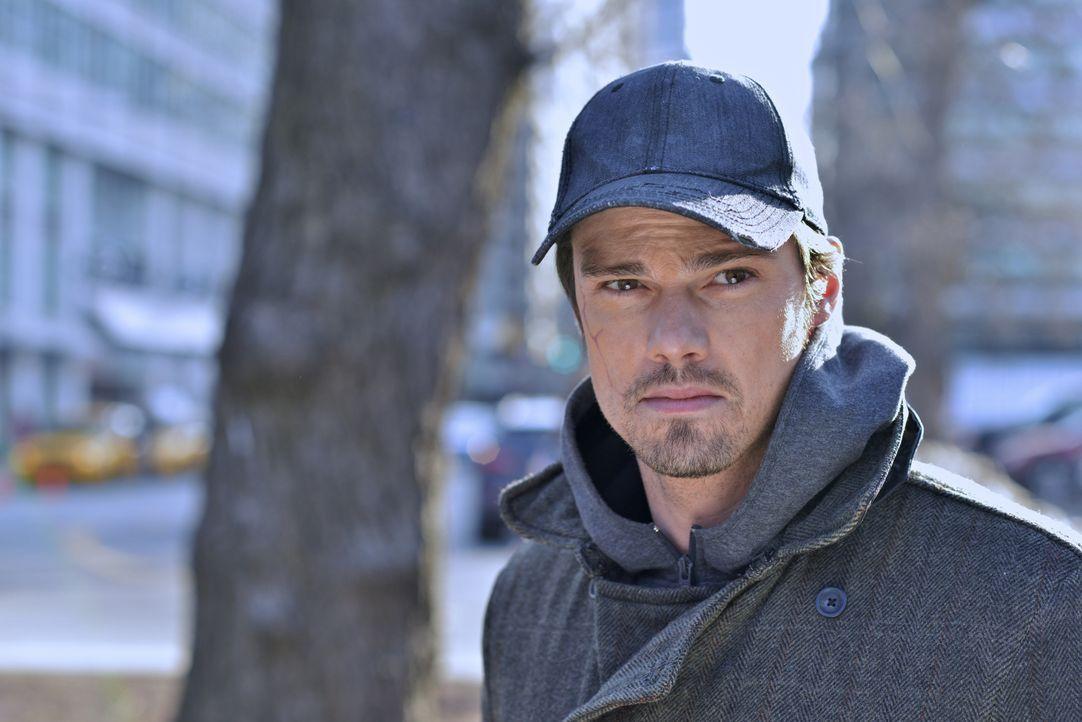 Vincent Keller (Jay Ryan) macht eine Beobachtung, die ihn zutiefst eifersüchtig werden lässt. Wie wird er reagieren? - Bildquelle: 2012 The CW Network, LLC. All rights reserved.