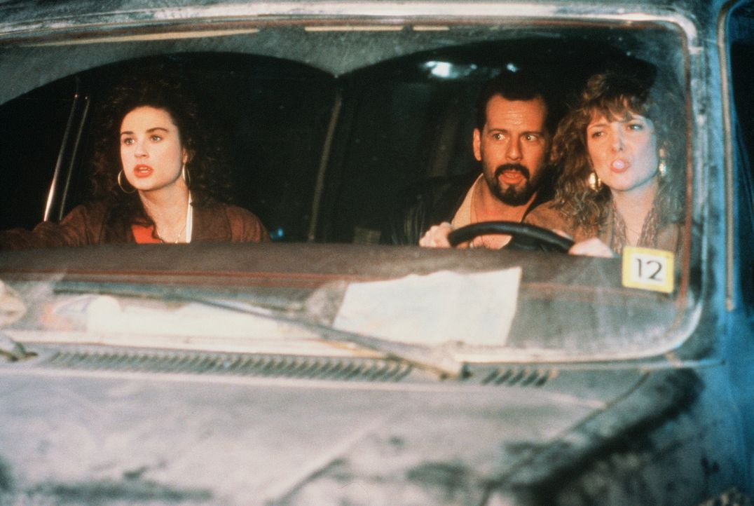 Verhängnisvoller Ausflug: Cynthia (Demi Moore, l.) und das befreundete Ehepaar James (Bruce Willis, M.) und Joyce Urbanski (Glenne Headly, r.) ... - Bildquelle: Columbia Pictures