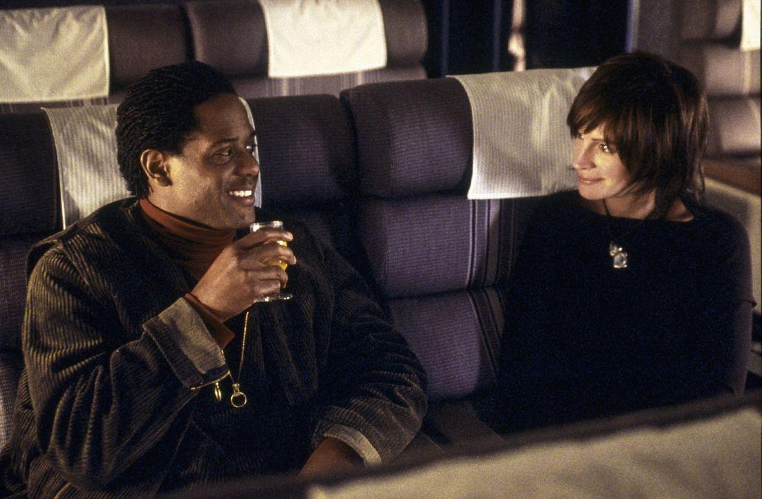 Die beiden Filmschauspieler Calvin (Blair Underwood, l.) und Francesca (Julia Roberts, r.) drehen gemeinsam einen Film. Sie spielen einen erfolgreic... - Bildquelle: Miramax