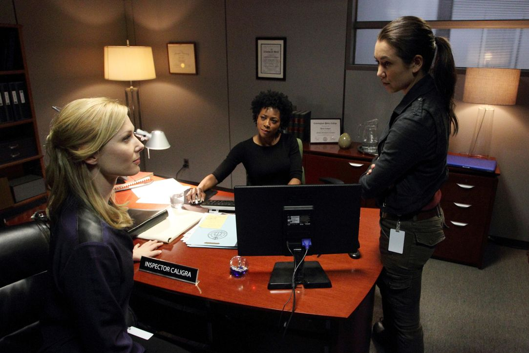 Ein Serientäter hat bereits vier Frauen vergewaltigt, und noch immer haben Dr. Ridley (Stefanie von Pfetten, l.), Inspector Caligra (Karen LeBlanc,... - Bildquelle: Stephen Scott CBC 2013