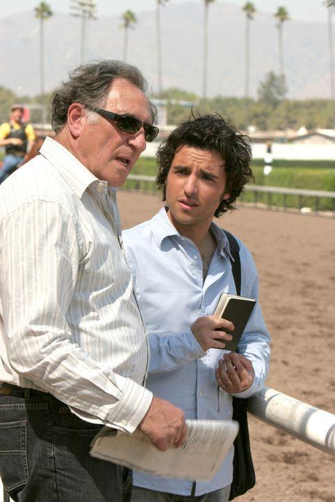 Stehen Don bei seinem neuen Fall bei: Charlie (David Krumholtz, r.) und Alan (Judd Hirsch, l.) ... - Bildquelle: Paramount Network Television