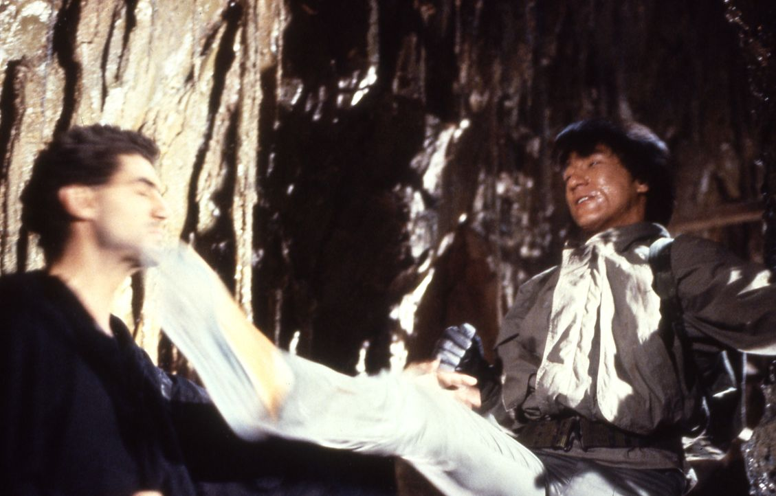 In Aktion: Jackie (Jackie Chan, l.) ... - Bildquelle: Golden Harvest Company