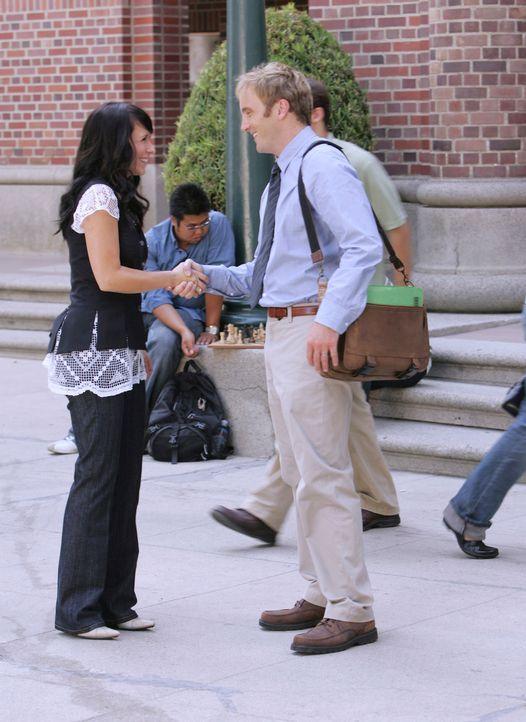 Melinda Gordon (Jennifer Love Hewitt, l.) erhofft sich Hilfe von dem berühmten Professor Rick Payne (Jay Mohr, r.) ... - Bildquelle: ABC Studios