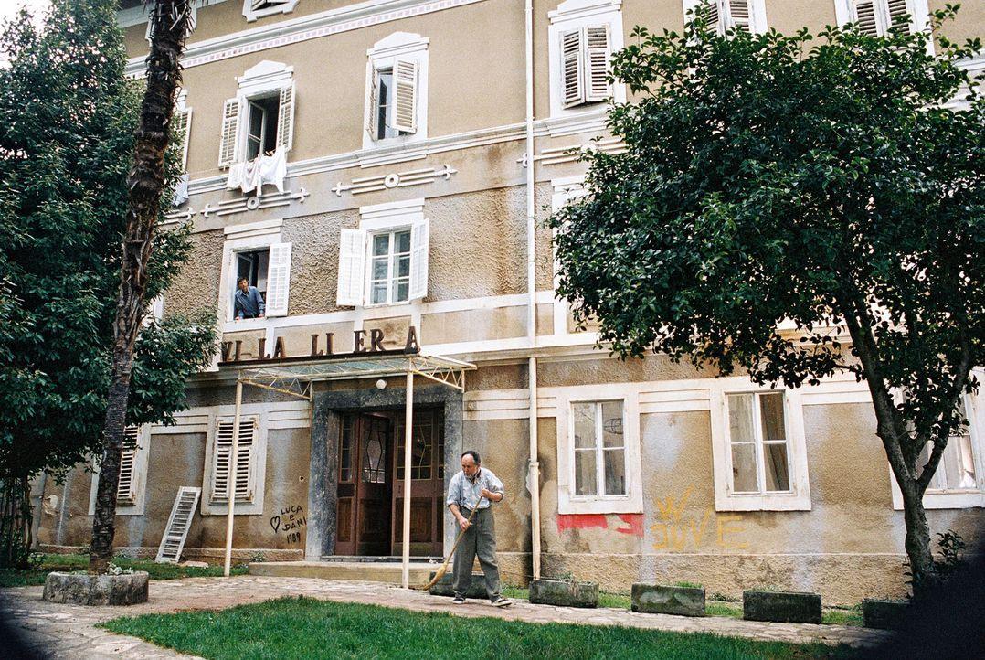Jan reist nach Italien, um die baufällige Villa Liberta wieder auf Vordermann zu bringen. Ein Unternehmen, das sich jedoch weitaus schwieriger gest... - Bildquelle: Walter Wehner Sat.1