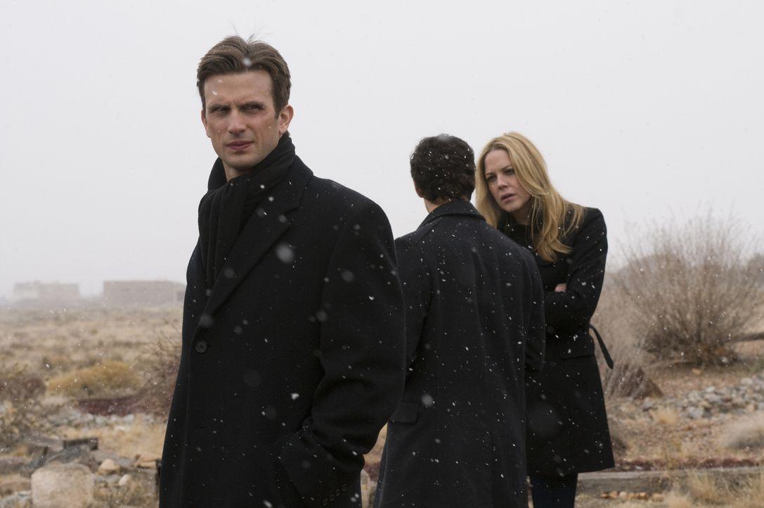 Schaffen es Mary (Mary McCormack, r.) und Mann (Frederick Weller), den hypernervösen Andy endgültig vor Samuel zu verstecken? - Bildquelle: USA Network
