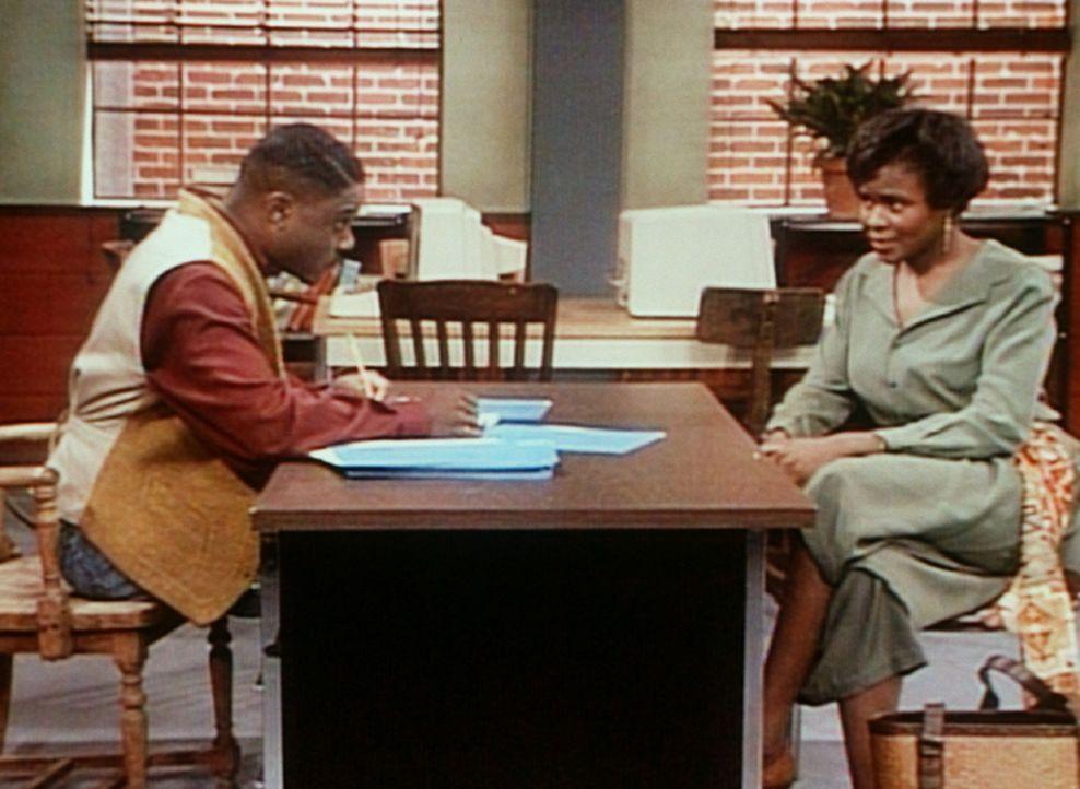 Theo (Malcolm-Jamal Warner, l.) spricht mit Lisa Hairston (Saundra Quarterman, r.), der Mutter eines Mädchens aus seinem Kurs, die deutliches Inter... - Bildquelle: Viacom