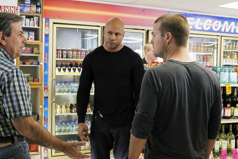 Deeks platzt nach seinem täglichen Jogging in dem kleinen Supermarkt, in dem er täglich seinen Kaffee und seine Zeitung holt, in einen Raubüberfall.... - Bildquelle: CBS Studios Inc. All Rights Reserved.