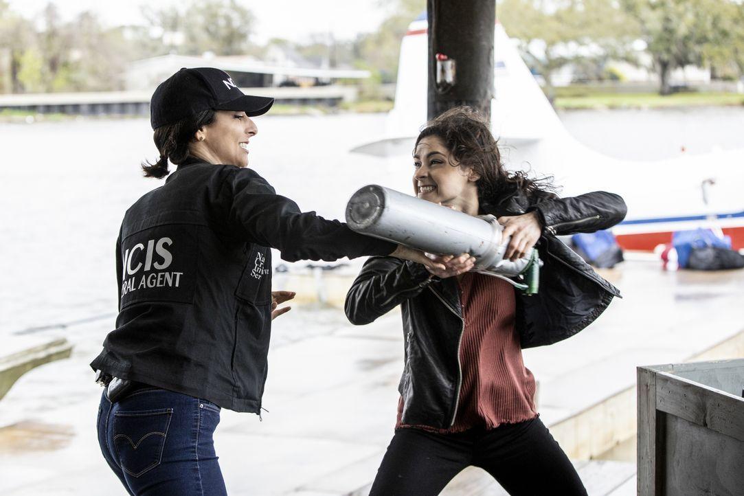 Special Agent Hannah Khoury (Necar Zadegan, l.); Special Agent Tammy Gregorio (Vanessa Ferlito, r.) - Bildquelle: Sam Lothridge 2020 CBS Broadcasting Inc. All Rights Reserved. / Sam Lothridge