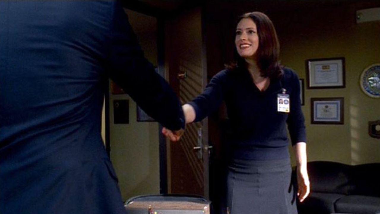 Die Diplomatentochter Emily Prentiss (Paget Brewster) ist der Neuzugang beim BAU-Team... - Bildquelle: Touchstone Television