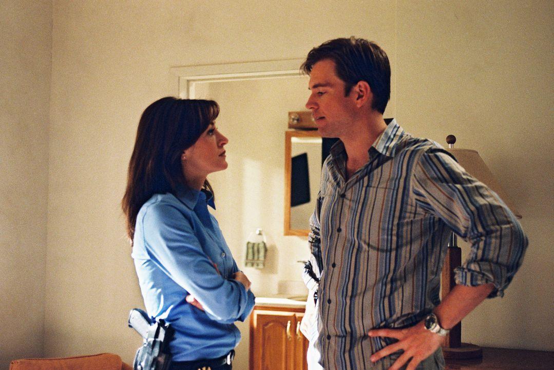Gibbs, Kate (Sasha Alexander, l.) und Tony (Michael Weatherly, r.) reisen nach Guatanamo, um den Tod eines Übersetzers zu untersuchen ... - Bildquelle: CBS Television