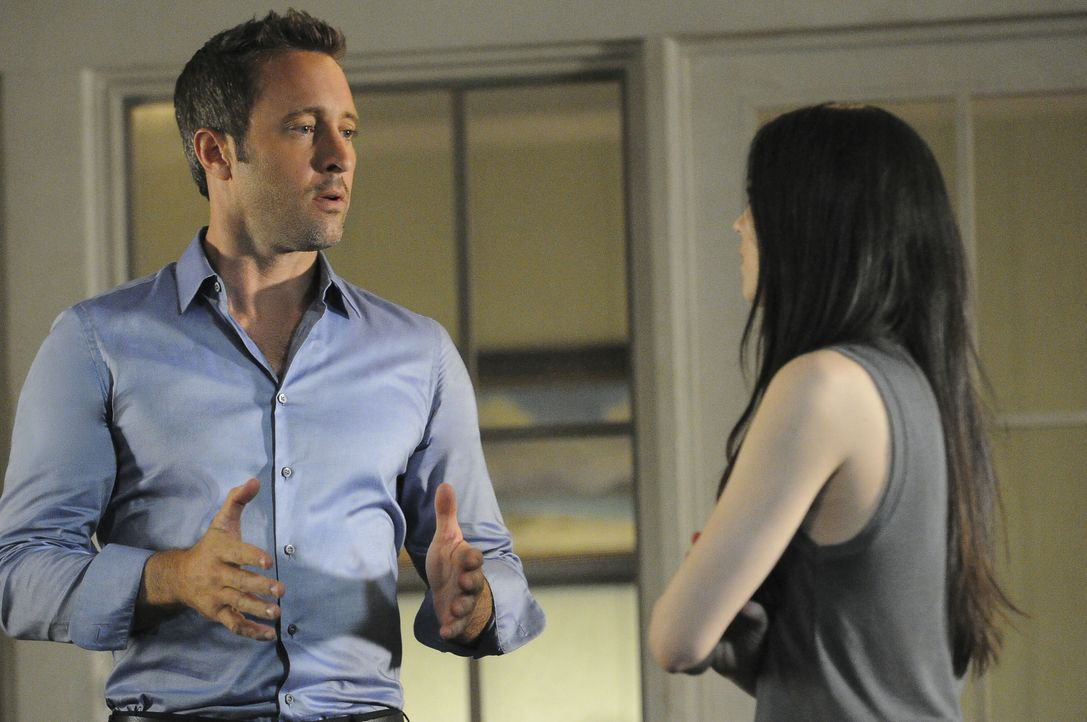 Nachdem Steves (Alex O'Loughlin, l.) Mutter entführt wird, bleiben ihm und seiner Ex-Freundin Catherine (Michelle Borth, r.) nichts Anderes übrig, a... - Bildquelle: Norman Shapiro 2016 CBS Broadcasting, Inc. All Rights Reserved / Norman Shapiro