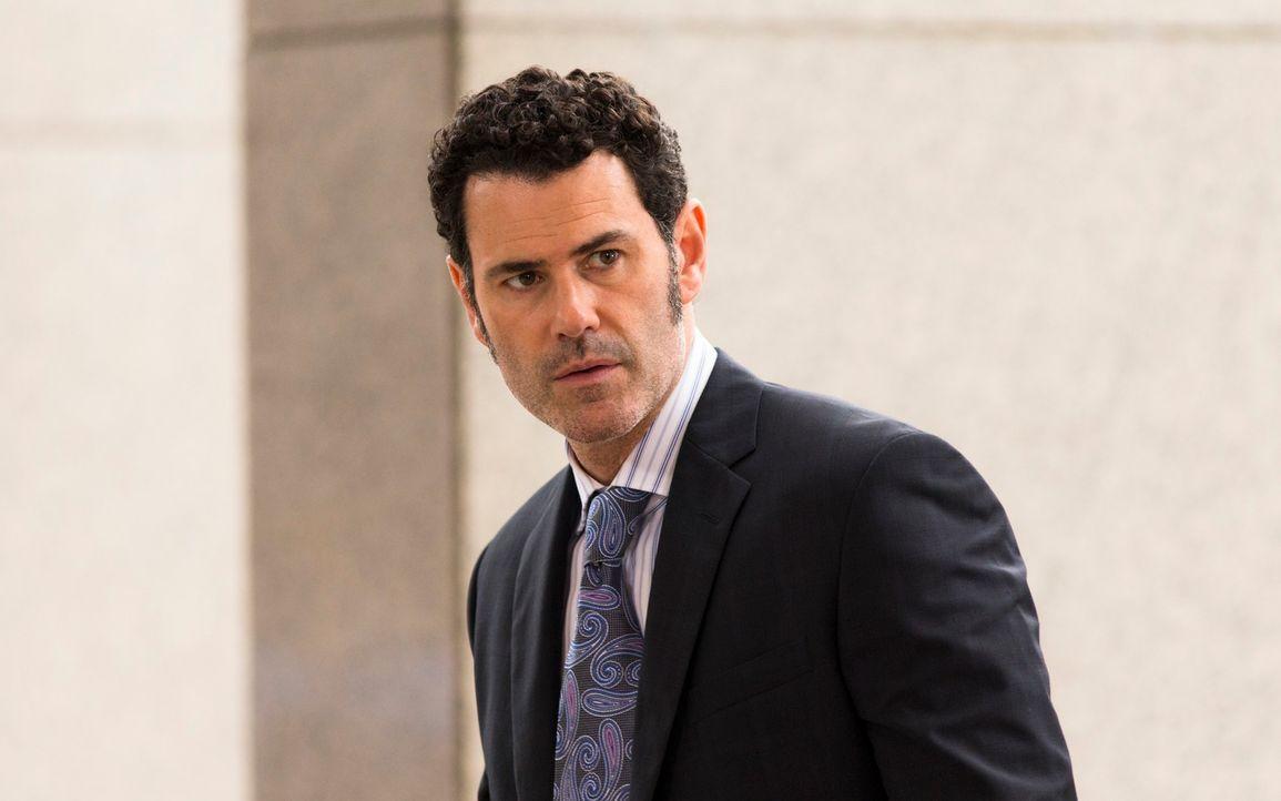 John Moreland (Vincent Walsh) gibt sich als Freund von Anna, der Partnerin des vermissten Prozessanwalts, aus und hofft so, die Wahrheit über dessen... - Bildquelle: 2013 Muse Entertainment / Back Alley Film Productions