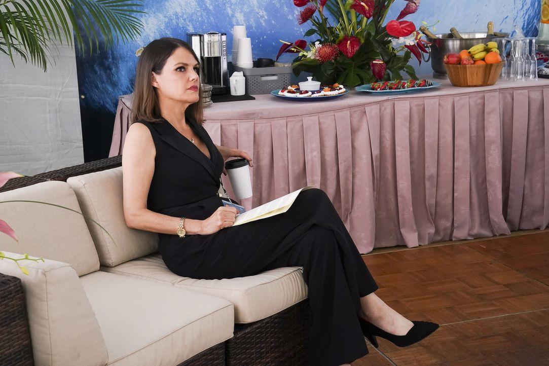 Suzanne (Suzanne Cryer) - Bildquelle: Karen Neal 2020 CBS Broadcasting, Inc. All Rights Reserved / Karen Neal
