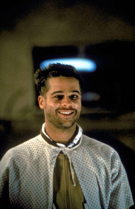 Jeffrey Goines (Brad Pitt) hat eine Vorliebe für besonders makabre Versuche ?