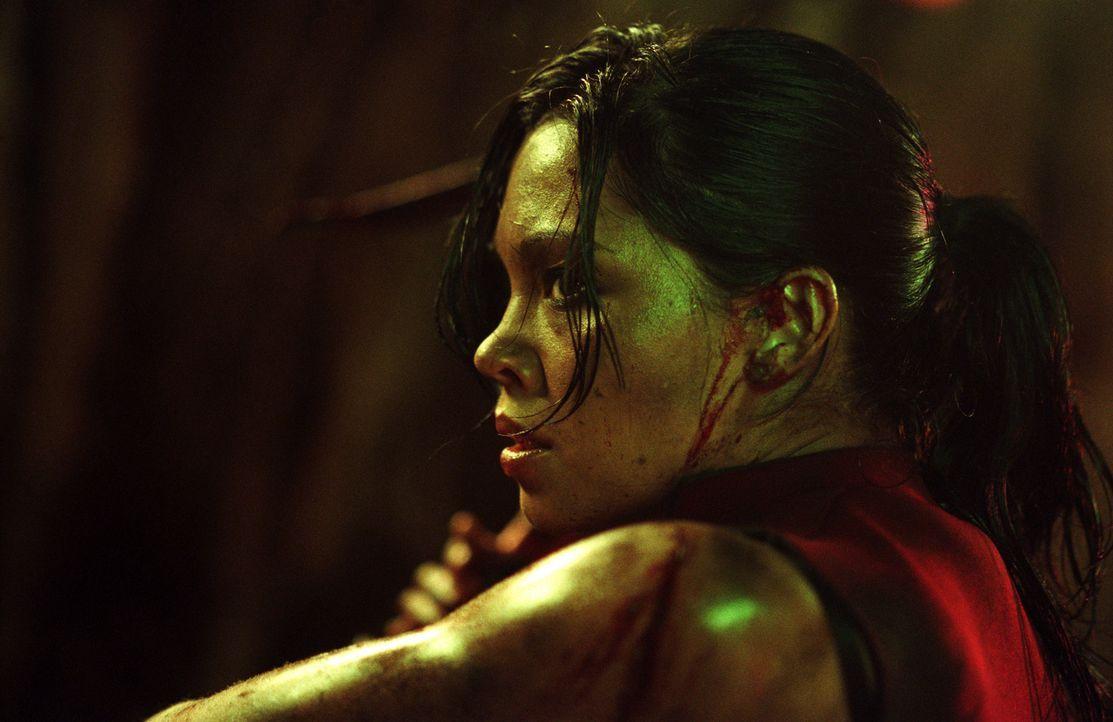 Werden in einer tiefen Höhle eingeschlossen: Dort machen Juno (Natalie Mendoza) und ihre Freunde eine grausige Entdeckung ... - Bildquelle: Square One Entertainment