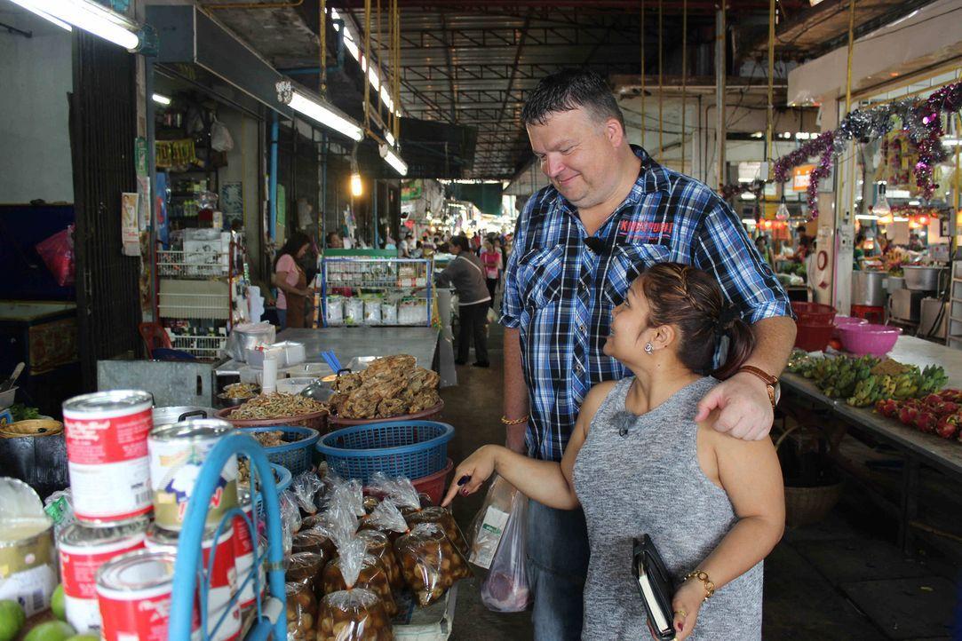 Zurück zu den Wurzeln: Yot (r.) und ihr Mann Rene (l.) wollen nach Roi Et in Thailand auswandern und dort ein Restaurant eröffnen ... - Bildquelle: kabel eins