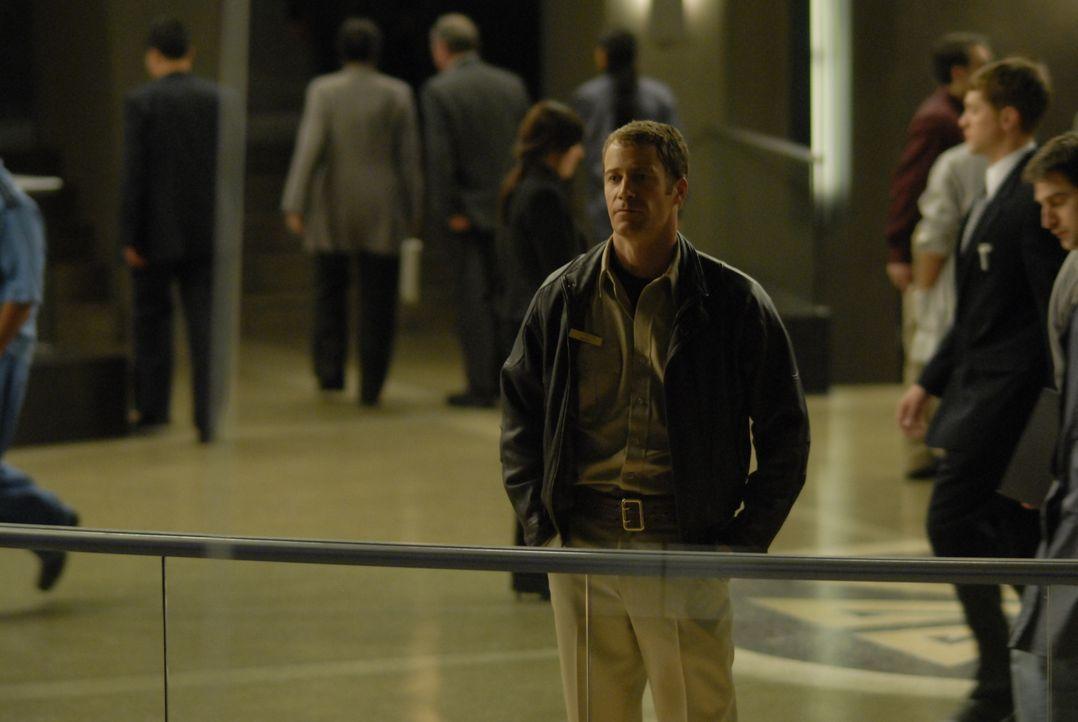 """Als einziger """"normaler"""" Mensch versucht Marshall Jack Carter (Colin Ferguson) in der Genie-Stadt """"Eureka"""" Ordnung zu halten ... - Bildquelle: Universal Television"""