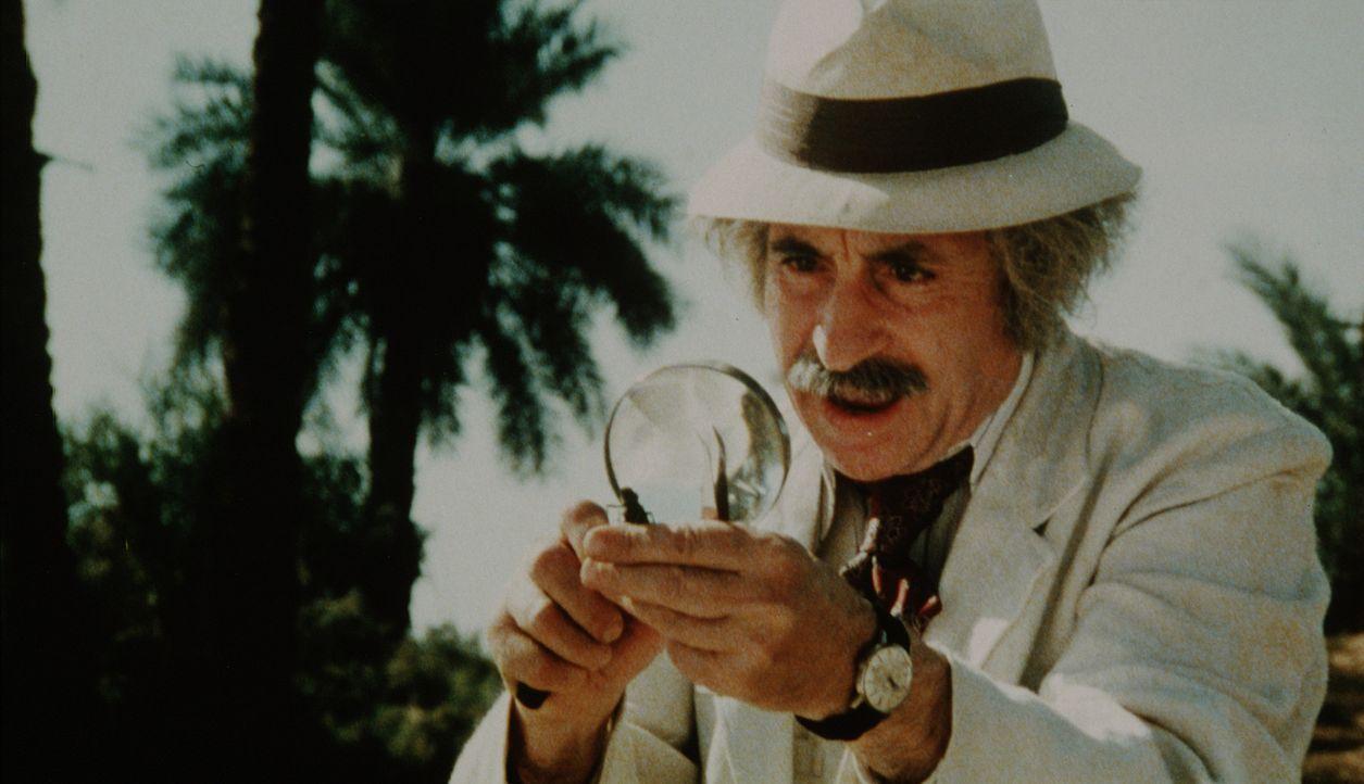 Professor Cerullo (Leopold Trieste) macht eine sensationelle Entdeckung - die leider auch die Unterwelt interessiert ...