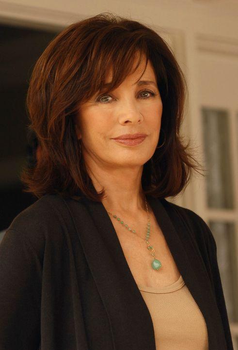 Melindas Mutter Beth (Anne Archer) besitzt ebenfalls die Gabe, mit Toten zu kommunizieren, kann diese jedoch nicht akzeptieren ... - Bildquelle: ABC Studios