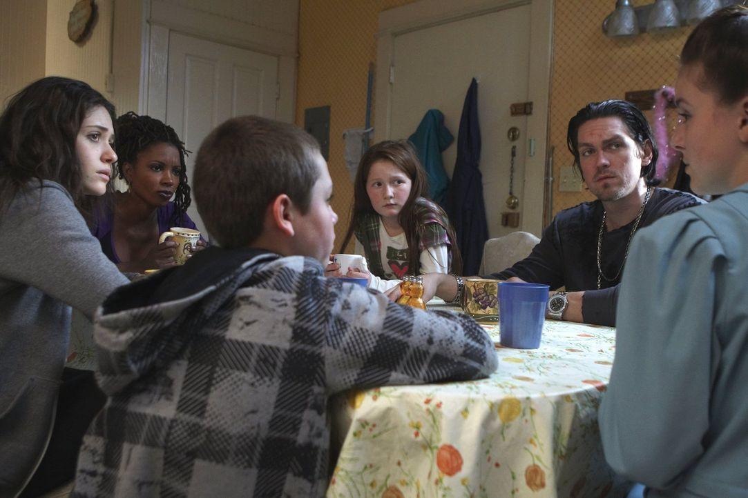 Gegen Ethels (Madison Davenport, r.) Schicksal sieht ihres lächerlich einfach aus: (v.l.n.r.) Fiona (Emmy Rossum), Veronica (Shanola Hampton), Carl... - Bildquelle: 2010 Warner Brothers