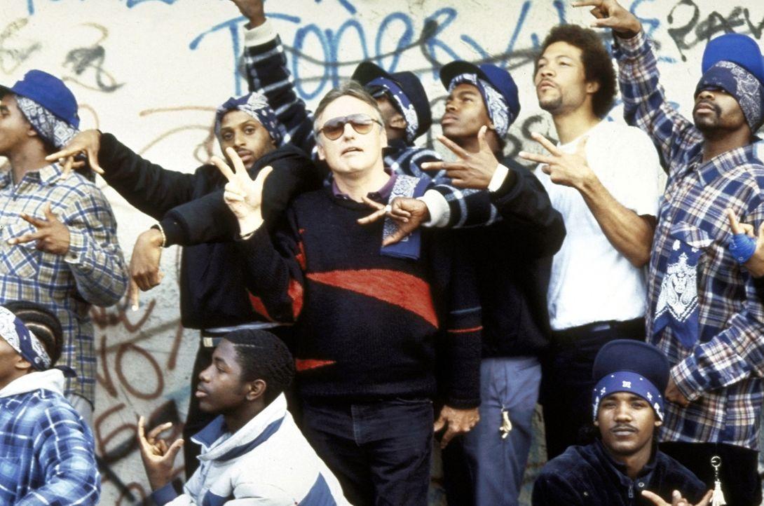 In Los Angeles tobt ein Bandenkrieg zwischen den Crips und den Bloods. Die einen tragen Blau, die anderen Rot - und bei den brutalen Straßenkämpfen... - Bildquelle: Orion Pictures Corporation