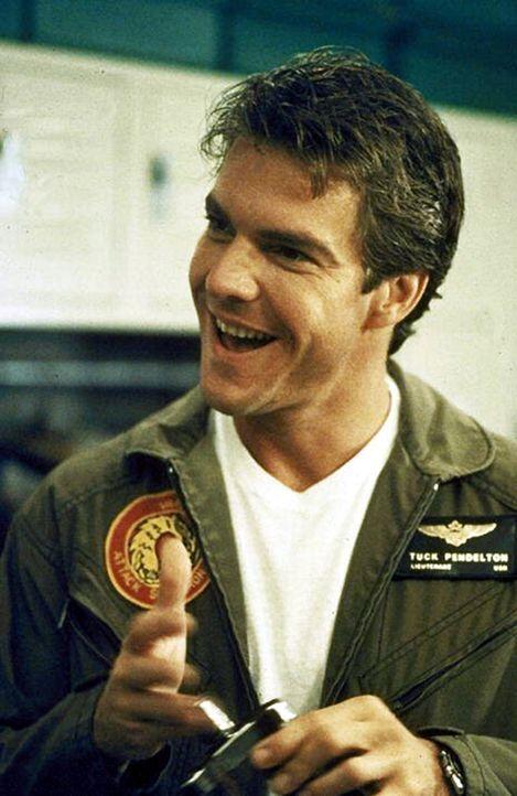 Der draufgängerische Mini-Pilot Tuck (Dennis Quaid) muss Jack - von innen heraus - durch allerlei gefährliche Situationen steuern ... - Bildquelle: Warner Bros.