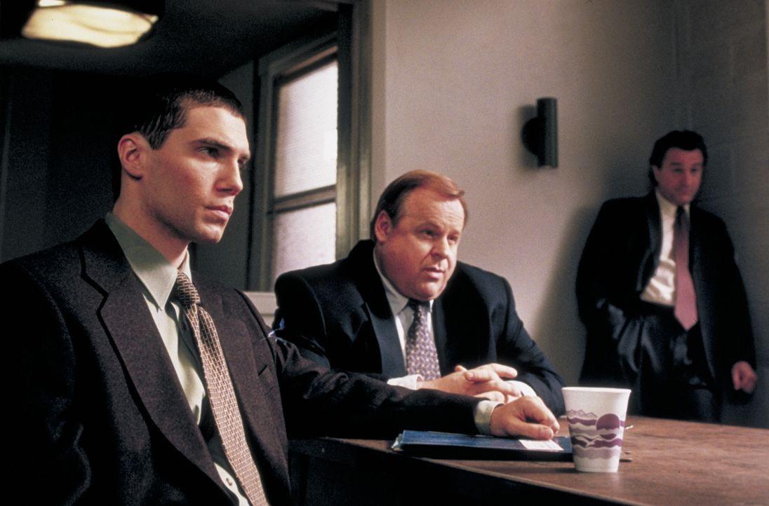 (v.l.n.r.) Dave Simon (Anson Mount,); Reg Duffy (George Dzundza); Detective Vincent LaMarca (Robert De Niro) - Bildquelle: Beta Film