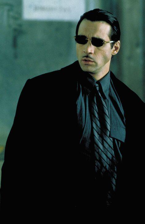 Aaron Gray (Adrian Paul) ist einer von viertausend auf der Erde lebender Vampire. Er gehört jedoch zu den friedlichen, die sich von einer Art synth... - Bildquelle: 2004 Sony Pictures Television International. All Rights Reserved.