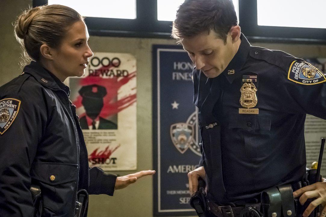 Eddie Janko (Vanessa Ray, l.); Jamie Reagan (Will Estes, r.) - Bildquelle: Jeff Neumann 2018 CBS Broadcasting, Inc. All Rights Reserved.