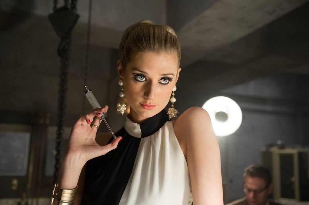 Die hübsche Victoria Vinciguerra (Elizabeth Debicki) leitet nicht nur eine Speditionsfirma, sondern auch eine Verbrecherorganisation mit Verbindung... - Bildquelle: Warner Bros.