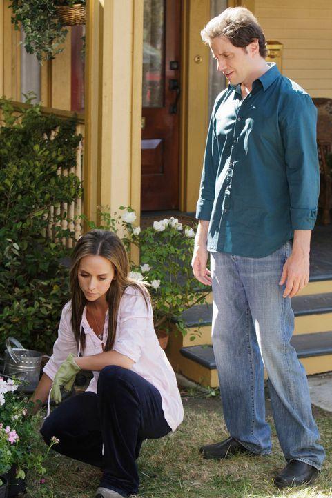 Eli (Jamie Kennedy, r.) bietet Melinda (Jennifer Love Hewitt, l.) seine Hilfe an. - Bildquelle: ABC Studios