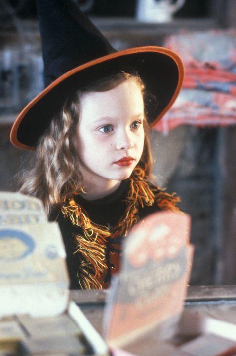 Um Unsterblichkeit zu erlangen, benötigen die Hexen die Seele eines Kindes - Danis (Thora Birch) Seele ... - Bildquelle: The Walt Disney Company. All Rights Reserved