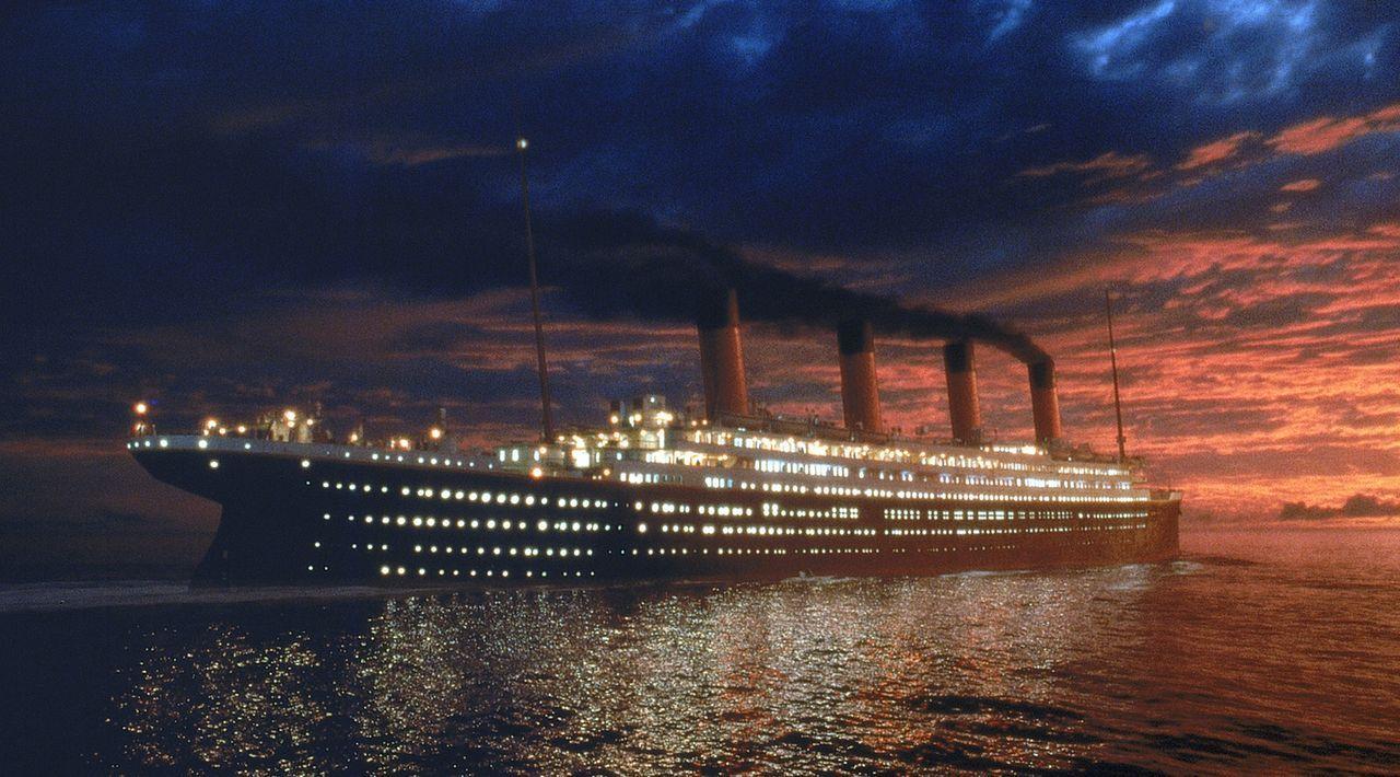 Im April des Jahres 1912 sticht die Titanic mit 2200 Menschen an Bord in See. Unter ihnen befinden sich die 17-jährige Rose DeWitt Bukater und der... - Bildquelle: 20th Century Fox
