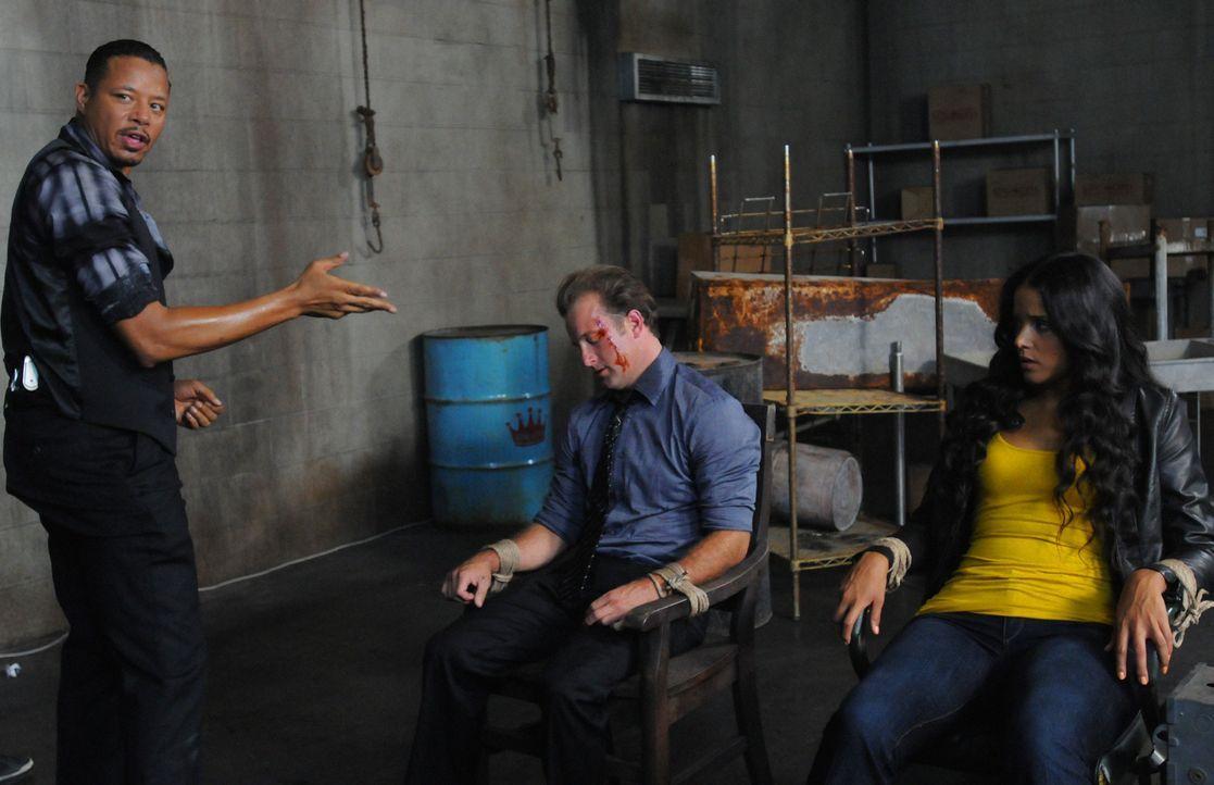 New Jersey 2001: Danny (Scott Caan, M.) und seine Partnerin Grace (Sydney Tamiia Poitier, r.) geraten in die Hände von Billy (Terrence Howard, l.) .... - Bildquelle: 2012 CBS Broadcasting, Inc. All Rights Reserved.