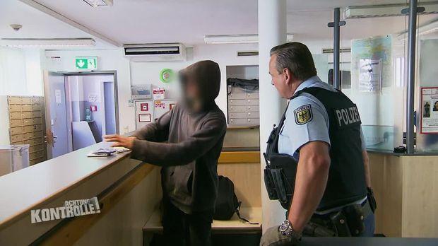 Achtung Kontrolle - Achtung Kontrolle! - Thema U.a. Pöbler Am Bahnhof - Bundespolizei Frankfurt