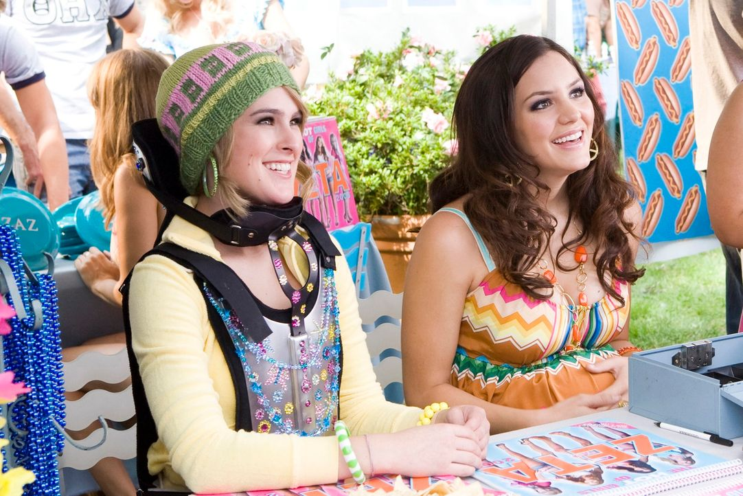 Auf der Suche nach Mitgliedern: Joanne (Rumer Willis, l.) und Harmony (Katharine McPhee, r.) flirten, was das Zeug hält ... - Bildquelle: 2007 Columbia Pictures Industries, Inc.  All Rights Reserved.