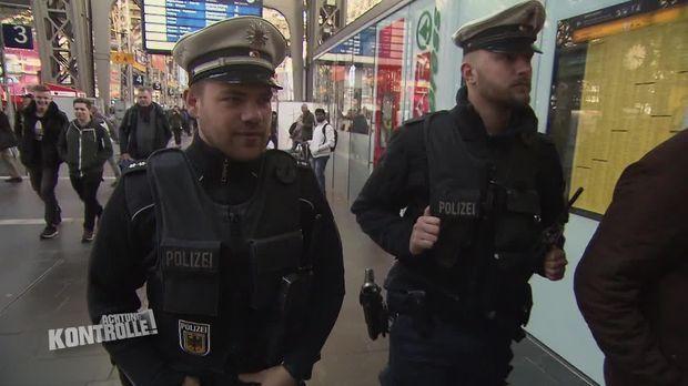Achtung Kontrolle - Achtung Kontrolle! - Thema U.a.:schläge Am Bahnsteig - Bundespolizei Hauptbahnhof Frankfurt