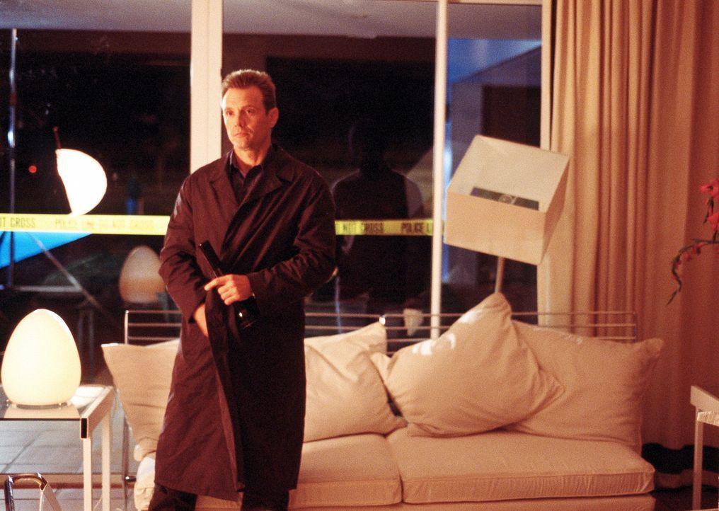Seit einiger Zeit hat Detective Macy Kobacek (Michael Biehn) eine geheime Affäre mit der attraktiven Gefängnis-Psychologin Dr. Lila Colleti. Da wi... - Bildquelle: ApolloMedia